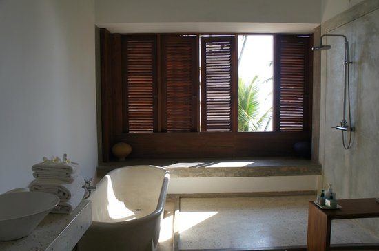 Frangipani Tree: The bathroom has a view to die for
