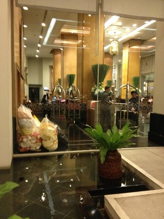Grande Centre Point Hotel Ploenchit: Lobby area