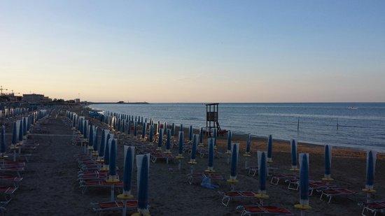 Imperial Sport Hotel: Spiaggia sotto l'Hotel