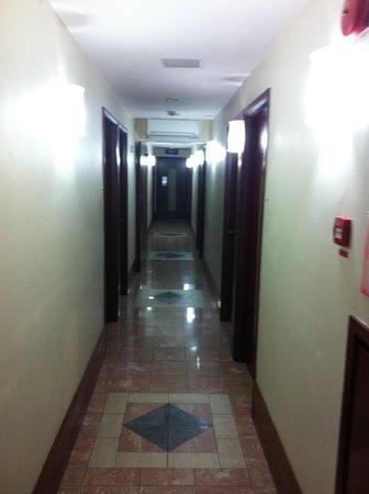 Hotel 81 - Gold: Corridor