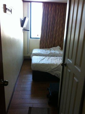 Hotel 81 - Gold: Taken from the main door