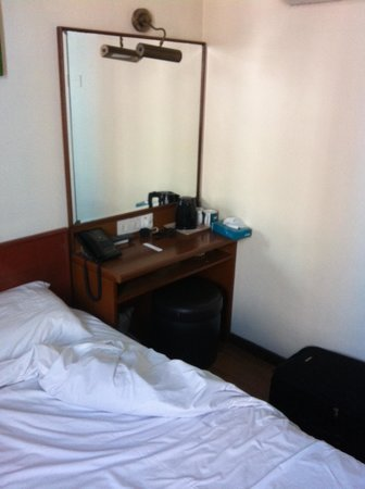 Hotel 81 - Gold: Taken under the TV set
