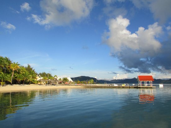 Preskil Beach Resort: early morning view of hotel beach & jetty