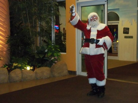 KeyLime Cove Indoor Waterpark Resort: Santa Arrives at Keylime Cove
