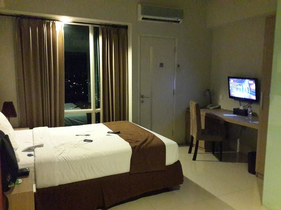 The Square Apartments & Arcade: The Bed and TV