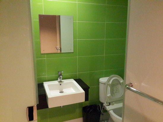 The Square Apartments & Arcade: Bathroom site