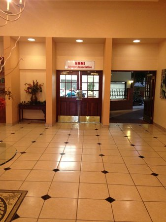 Sally Port Inn & Suites: Hall