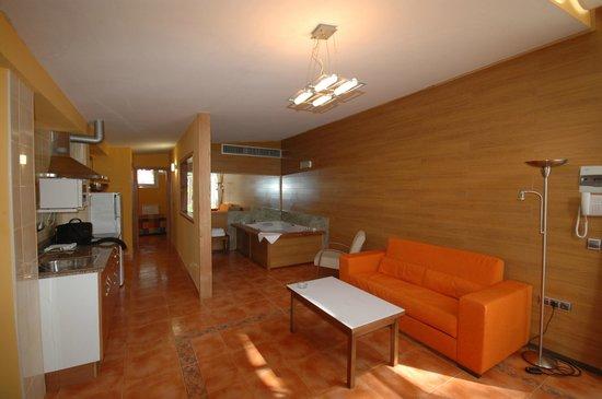 La Adrada, Espagne : Suites Placeres con Jacuzzi