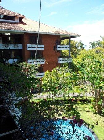 Melia Bali Indonesia : exterior del hotel desde la habitación