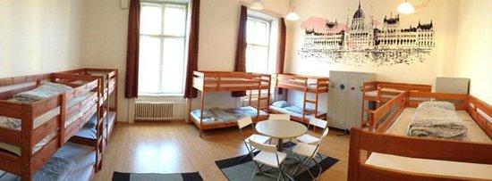 Adagio Hostel 1.0 Oktogon: 12 Bedded Dorm
