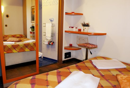 Bed & Breakfast Rhome86: orange room