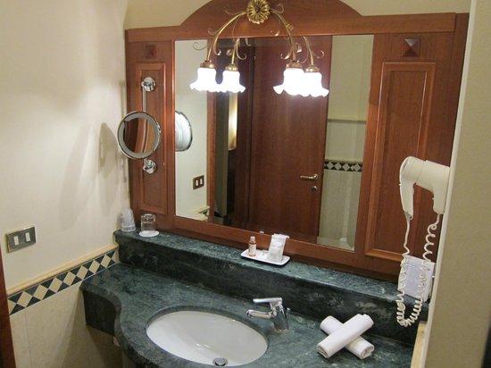 Hotel Europa Padova: Ванная комната