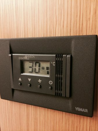 Crowne Plaza Hotel Milan City: You regulate temp. and condition yourself at room