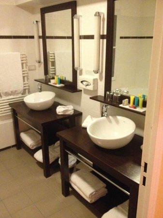 Plessis Grand Hotel: La salle de bain.