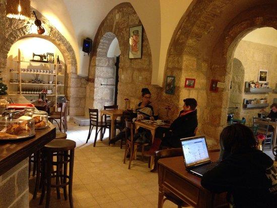Singer Cafe: Singer cafe