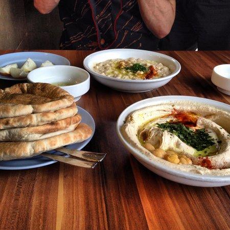 Abu Hasan / Ali Karavan: Best hummus in Tel Aviv!!