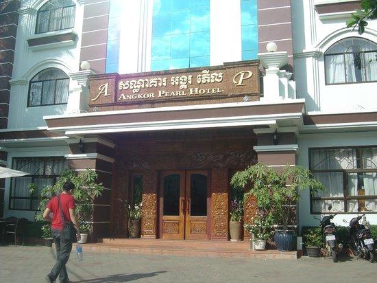 Day shot entrance of Angkor Pearl Hotel