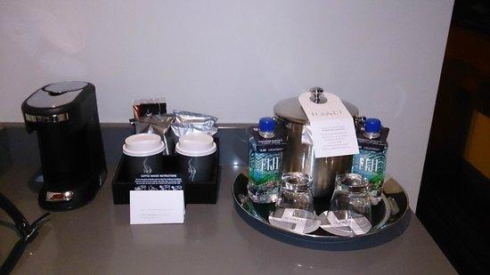 Hyatt Regency Vancouver: Coffee Machine/Amenities