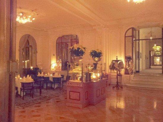 Victoria Jungfrau Grand Hotel & Spa: small lounge restaurant