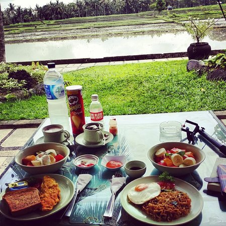 Green Field Hotel and Bungalows: Breakfast and the view!