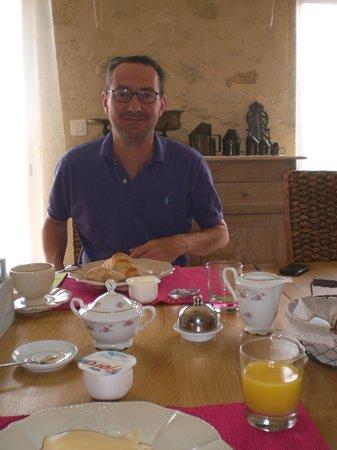 Sallebruneau, França: Petit déjeuner au domaine du Mayne