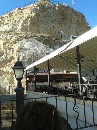 Sukurogullari Cafe & Restaurant: Katlanabilir örtülü teras