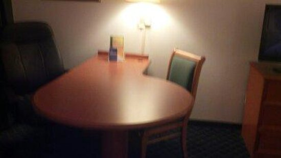 La Quinta Inn & Suites Myrtle Beach Broadway Area : Desk area