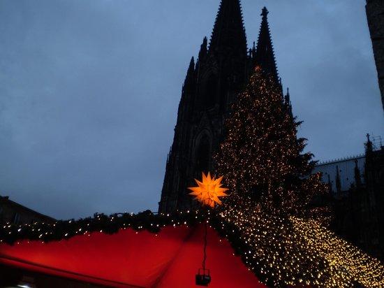 Hilton Köln: The Dom looks over the Xmas Market