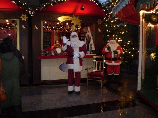 "Hilton Cologne : Always a"" Santa"""