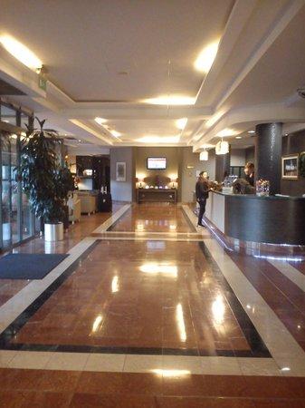 Jurys Inn Dublin Custom House: Reception Area