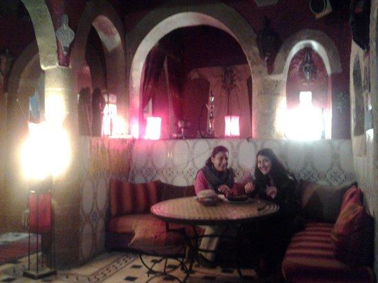 Restaurant Ramsess: Foto della propietaria (simpaticissima) e di una sua amica