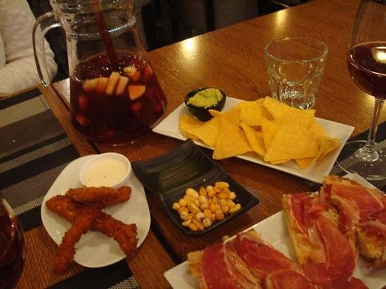 Happy Bar & Grill: tapas y sangría