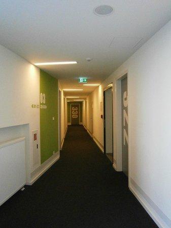 Generator Hostel Hamburg: Corridor