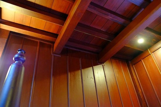 Lakhangthong Boutique Hotel: Nice wood