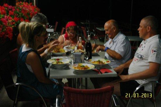 Restaurant Les Etangs du Cheneau: souper avec la patronne et le patron mimi et fred