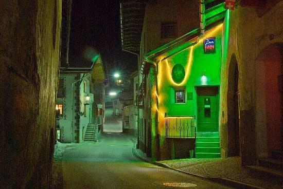 Santa Maria Val Müstair, Swiss: Die SWBOE Bar von aussen