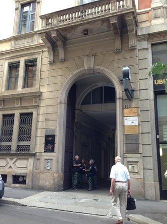 TownHouse Galleria : ホテル入り口 ガッレリアの裏側