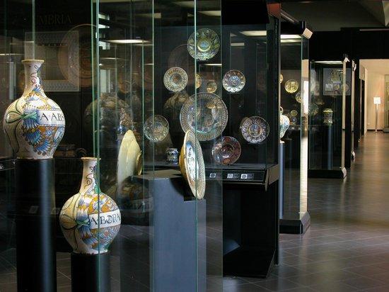 Sala della maiolica italiana del Rinascimento (Museo Internazionale delle Ceramiche in Faenza)