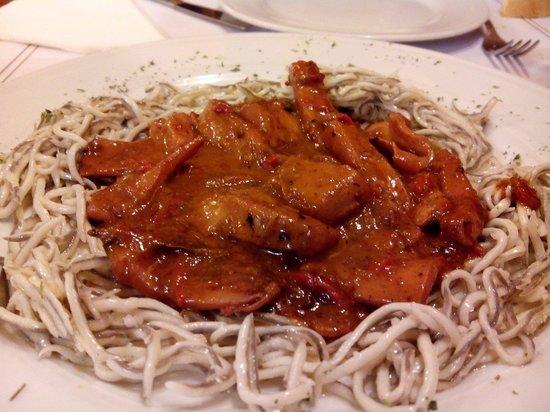Meson Rampalay: Calamares en salsa con gulas