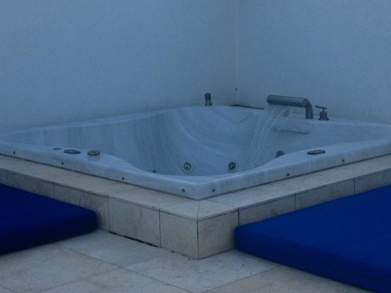 Z Ocean Hotel South Beach : Jacuzzi with powerless Jets
