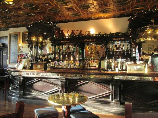 Deacon Brodie's Tavern : Bar