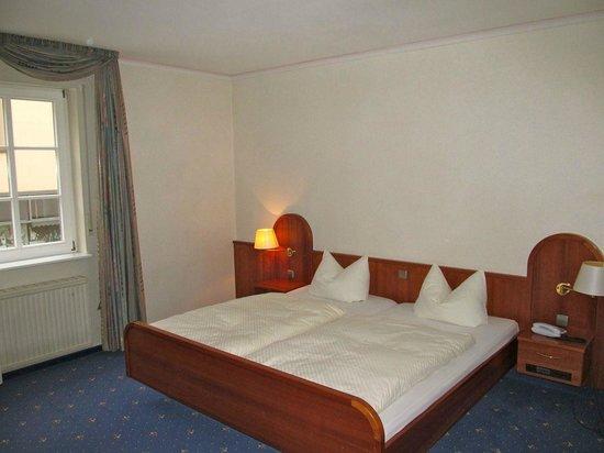 Hotel Restaurant Sonne : Bed