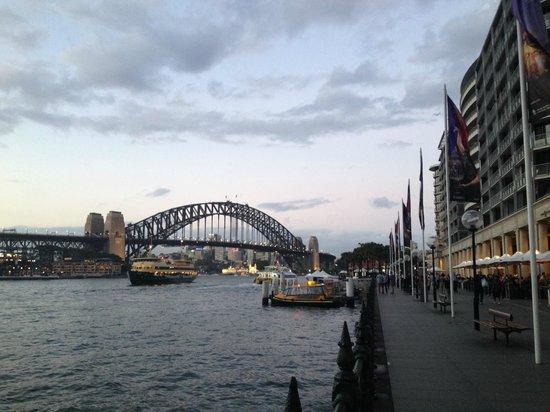 Sydney Harbour Bridge dal molo di Circular Quay