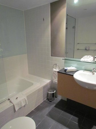 Adina Apartment Hotel Sydney : Bathroom