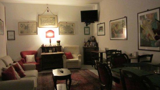 A Casa di Serena a San Pietro: Living room; cozy ambience