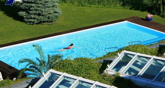 Hotel & Spa Sommerfeld: Außenpool im Sommer