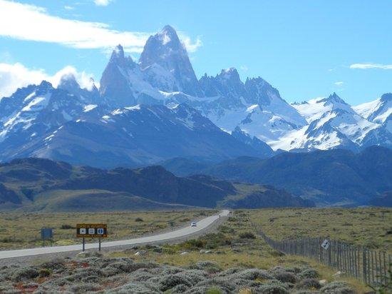 Hosteria Senderos: Panorámica ingreso a El Chaltén