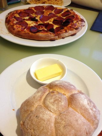 Rossini at the Quay: Pizza & complimentary bread