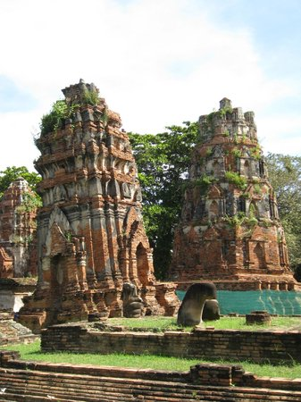 Wat Mahathat : Leaning Towers by Entrance