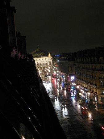 Hotel Edouard 7: opera garnier at night